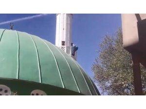 Minaredeki intihar girişimini polis önledi