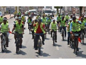 Başkan Yılmaz, personeliyle birlikte bisiklet sürdü
