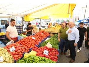 Başkan Bıyık, pazarda vatandaşlarla buluştu