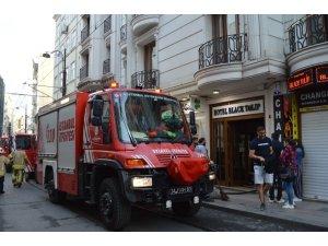 Fatih'te lüks bir otelde çıkan yangın paniğe neden oldu