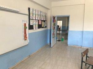 Fedakar öğretmenler okulu yeniledi