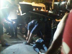 Otomobil park halindeki öğrenci servisine çarptı: 2 yaralı
