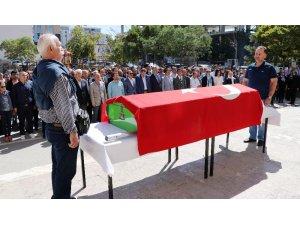 Emekli öğretmen Fikret Ersezer son yolculuğuna uğurlandı