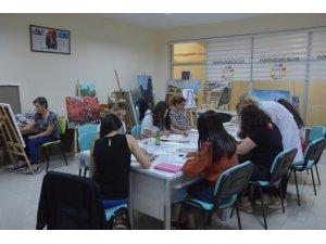 Üniversiteli gençler, Kocasinan Akademi ile hedeflerine ulaşıyor