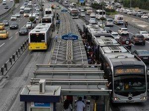 İstanbullulara müjde! Haftasonu metrobüs seferleri arttırıldı
