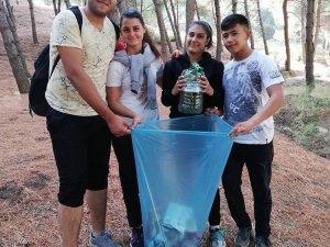 Salihli'de gençler, çevre temizliği yaptı