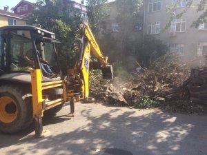 Darıca'dadaki evden 7 kamyon çöp çıktı