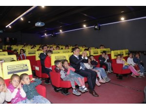 Erciş'teki öğrenciler ilk kez sinemayla buluştu