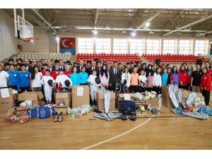 Okul spor kulüplerine malzeme desteği