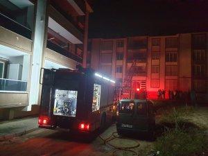 Sakarya'da 4 katlı binada yangın: 1 kişi dumandan etkilendi