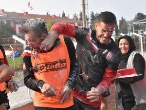 Balıkesirspor'da Andusic'e sürpriz doğum günü kutlaması