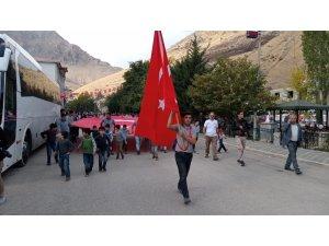 Bahçesaray'da sporculardan Mehmetçik'e asker selamı
