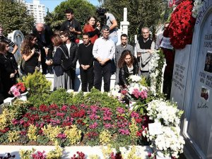 Ara Güler mezarı başında anıldı