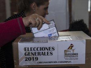 Bolivya'da devlet başkanının ikinci turda seçilmesi bekleniyor