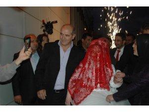 Down sendromlu Rabia'ya telli duvaklı düğün
