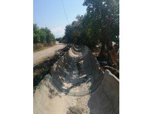 Finike ve Kumluca'da sulama tesisleri ve kanallarına bakım