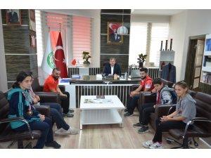 Genç Sporcular Başkan Özkan Altun'u Ziyaret Etti