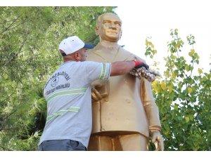 Pamukkale'de 10 Kasım Atatürk'ü Anma Günü öncesi tüm büstler temizleniyor