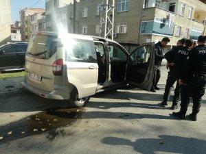 TEM'de hareketli dakikalar, suçlu polis arabasını alıp kaçtı