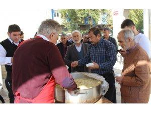 Mevlid-i Nebi Haftası münasebetiyle cemaate pilav dağıtıldı