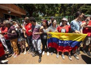 Guaido yanlıları Venezuela'nın Brezilya'daki büyükelçiliğini bastı