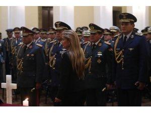 Bolivya'da Evo Morales'i darbe tehdidiyle indiren Genelkurmay Başkanı görevden alındı
