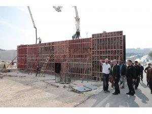 Karakoyun Köprülü Kavşağı'nda üst geçit çalışmaları sürüyor