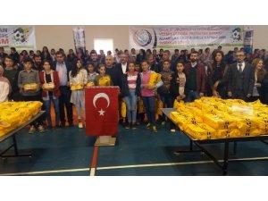 Dicle'de LGS'ye hazırlanan 500 öğrenciye kitap desteği