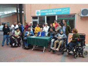 Engelliler bacağını kaybeden esnaf için yardım kampanyası başlattı