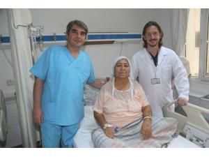 Anjiyo ve ameliyat bir arada gerçekleşti, hastanın ayağı kesilmekten kurtuldu