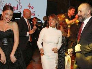 Halit Ergenç ve Serenay Sarıkaya'dan Bol Bol Dans