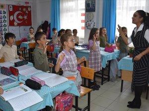 Canan öğretmenin hayali işitme engellilerle ders yapabilmek
