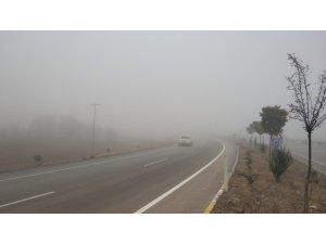 Afyonkarahisar'da sis sürücülere zor anlar yaşattı