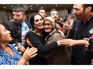 Tarsus'ta Türkan Şoray izdihamı