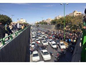 """İran dini lideri Hamaney: """"Kamu mallarını ateşe verme vatandaşların işi değil, fitnecilerin işi"""""""