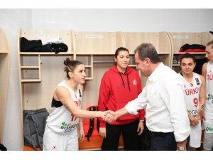 Başkan Seçer, Türkiye-Litvanya maçı coşkusuna ortak oldu