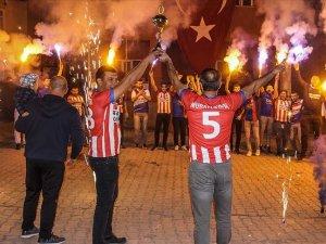 Kütahya'da şampiyon olan köy takımından gün boyu süren renkli kutlama