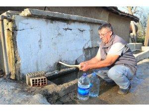 Köyün suları kesildi, vatandaş taşımalı suya döndü