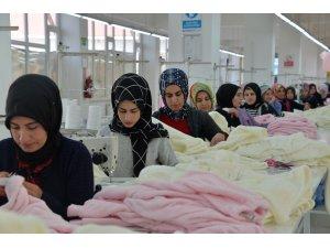 460 kişi, ilçede açılan tekstil atölyeleriyle iş sahibi oldu