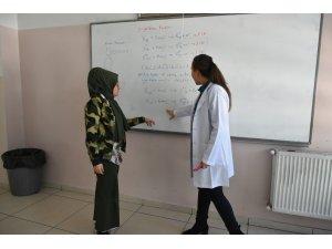 Geleceğe Şahinbey Belediyesi'nin gençlik merkezlerinde hazırlanıyorlar