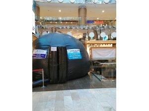 Öğrenciler ara tatilini Nissara AVM'de planetaryum çadırında geçiriyor