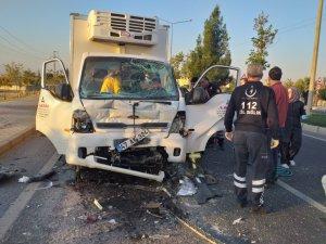 Mardin'de kamyonet, özel halk otobüsü ile çarpıştı: 1 yaralı