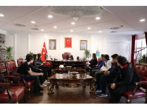 """Robot Takımı öğrencileri """"Fotovoltatik"""" projesini Başkan Demirtaş'a anlatılar"""