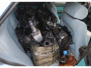 Otomobilden 180 şişe sahte içki çıktı