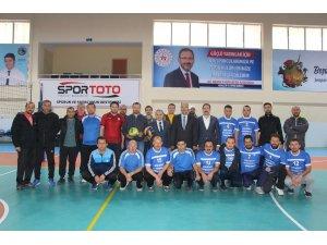 Öğretmenler arası voleybol turnuvasının şampiyonu İmam Hatip Lisesi