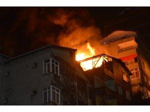 Kağıthane'de 4 katlı binada korkutan yangın