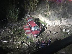 Otomobiliyle köprüden uçan muhtar hayatını kaybetti