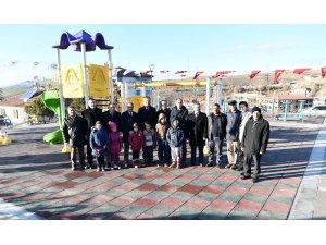 Kutludüğün pazar yeri ve parkı hizmete açıldı