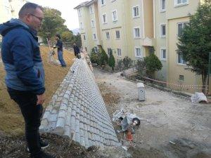 Tehlike arz eden istinat duvarı yıkılarak yeniden yapıldı