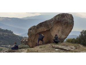 Madran Dağı kaya resimlerinde inceleme yapıldı